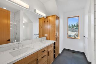 Second Upstairs Bathroom.jpg