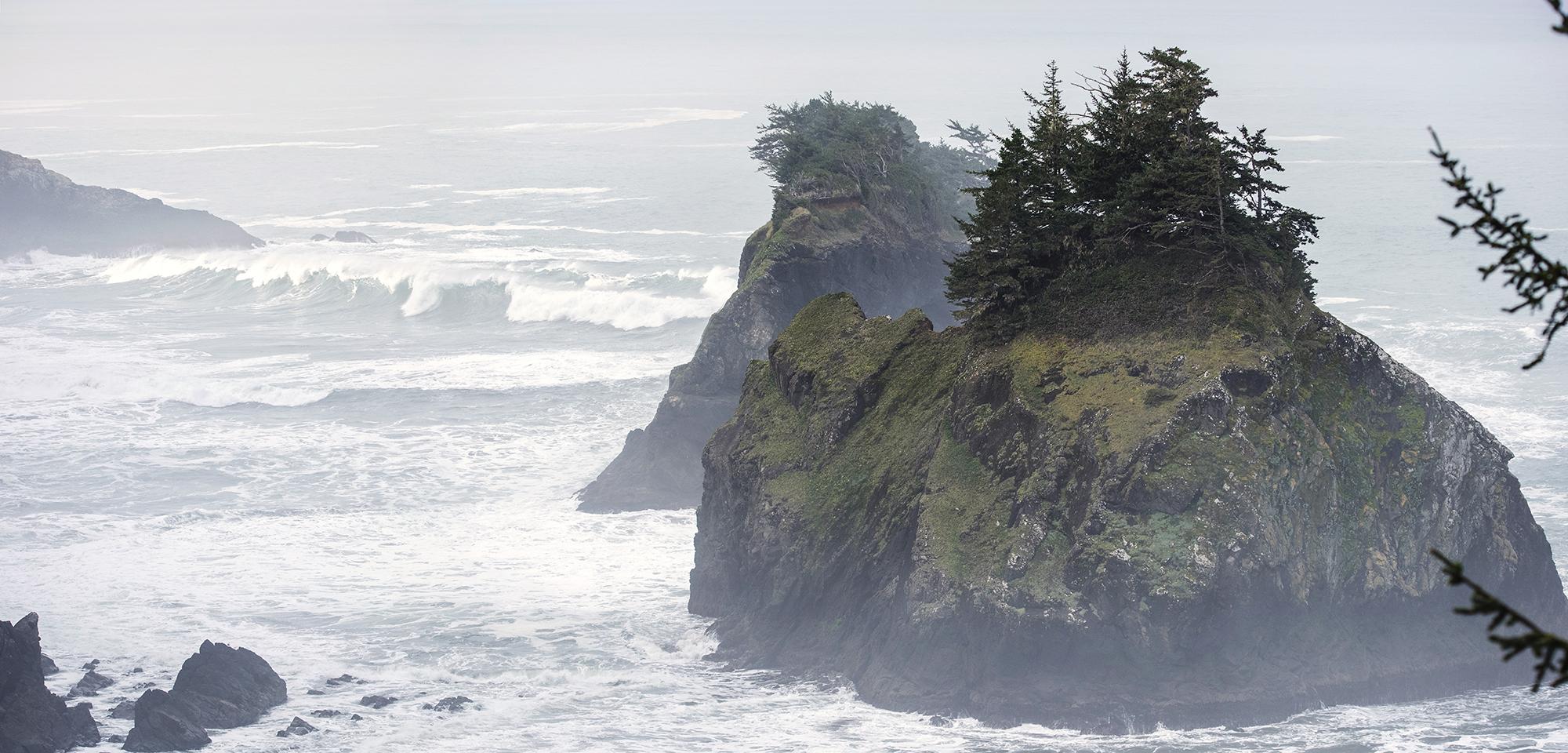 waves at arch rock pulloff