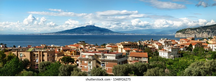 panoramic-view-mt-vesuvius-across-260nw-