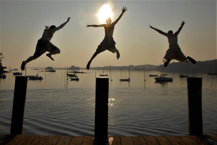 BOYS JUMPING OFF  STONY CREEK DOCK SEE #2584-1 (08).JPG