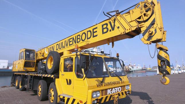 1200px-Kato_NK_400E_van_Duijvenbode_b.v.