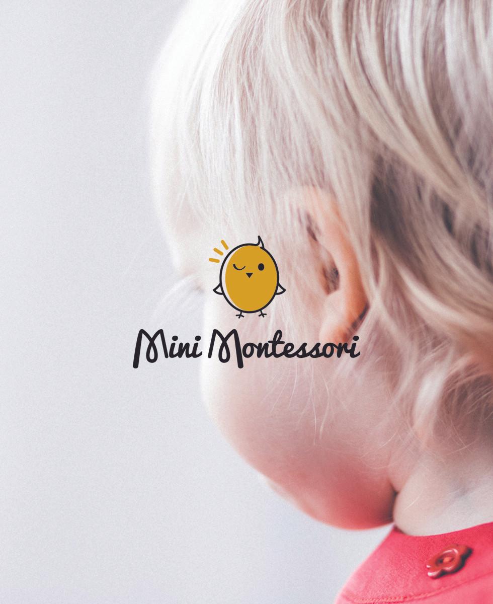 Enfant et logo Mini Montessori crèche éco responsable à Pantin    design textile Studio Lili la Sardine styliste infographiste freelance  à Paris.