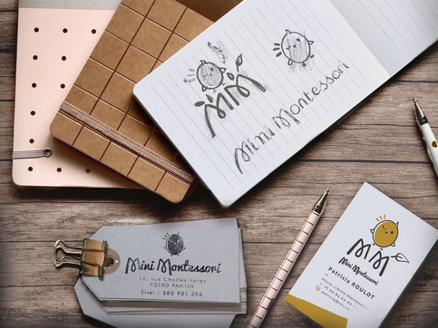 Esquisses du logo et déclinaison en cartes de visites et tampon