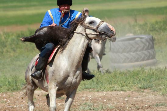 jeu traditionnel à cheval au Kirgizistan