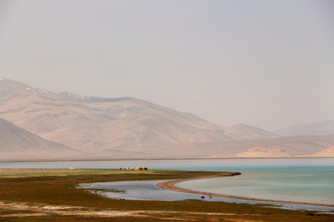 yourtes au bord du lac karakol (Tadjikistan)