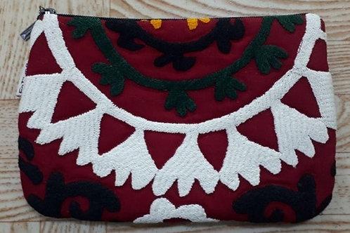 カシュタ刺繍入りポーチ