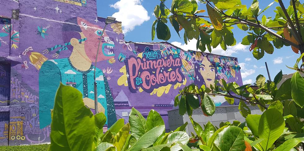 Mural frente a la estación Oriente del Tanvía de Ayacucho