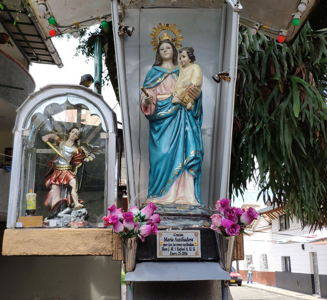 Monumento a la Virgen María