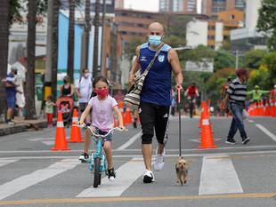 Medellín reanuda competencias en deportes de conjunto y ciclovías