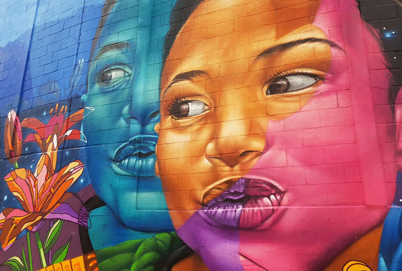 Graffittti frente al Centro Comercial La Central