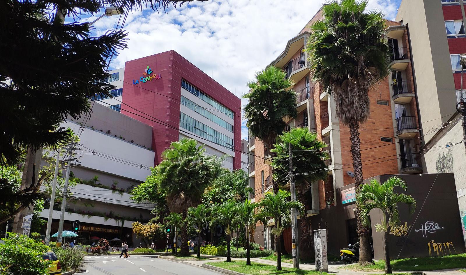 Vista lateral Centro Comercial La Central