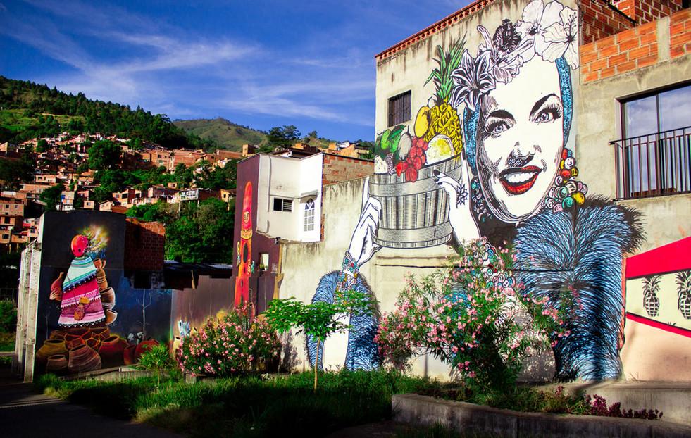 Un sendero entre arte y flora