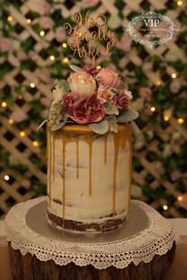 A Vintage Look Cake Floral Topper