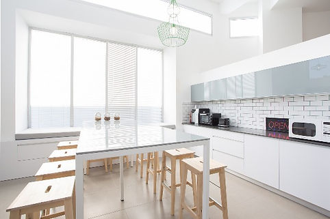 オープンキッチンの風景