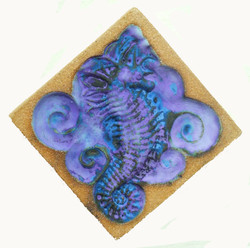 Spiny Seahorse electric blue