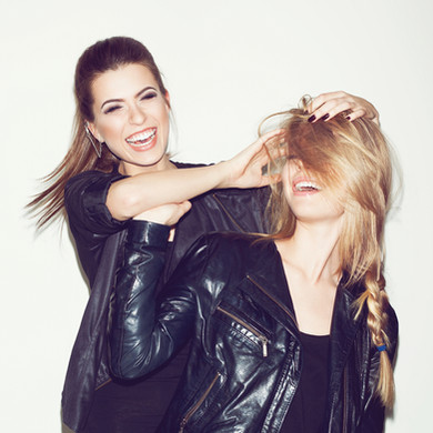 Freundinnen im Selfie-Studio