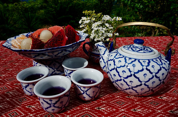 Tête-à-tea Set- Teapot and 4 Cups- FREE SHIPPING