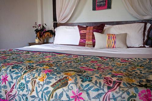 Tropical birds bed throw