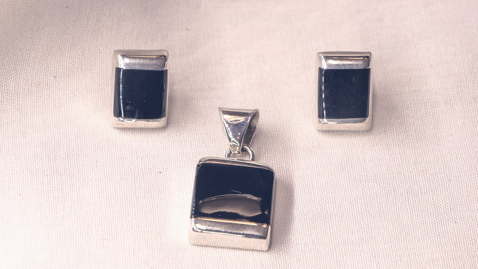 Silver earring and pendant set with black onyx stones