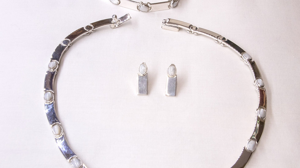 Elegant ensemble of silver and opal