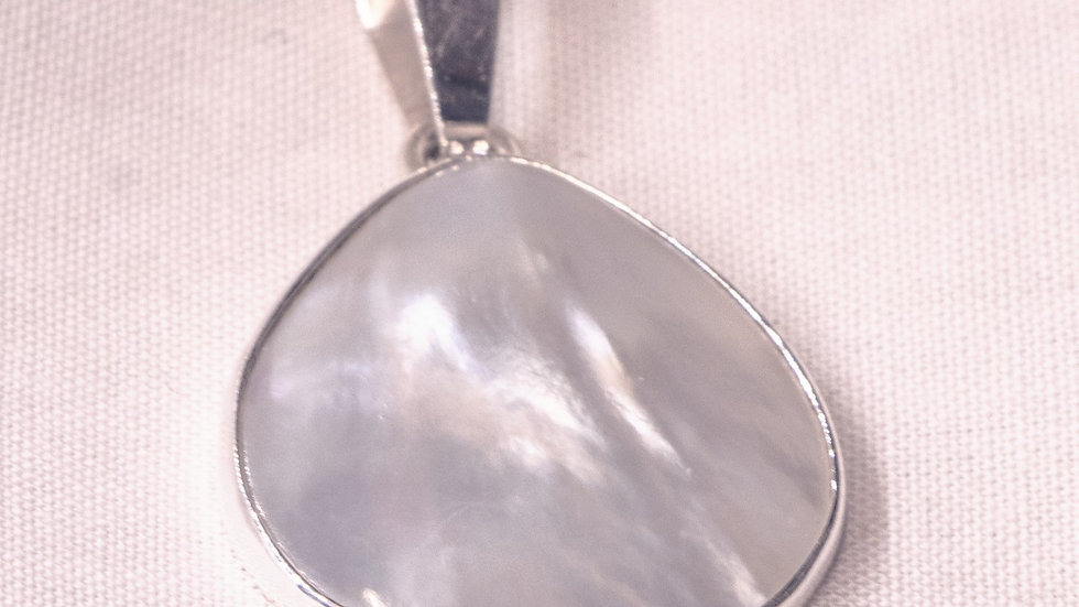 Teardrop shaped silver pendant with Mother of Pearl