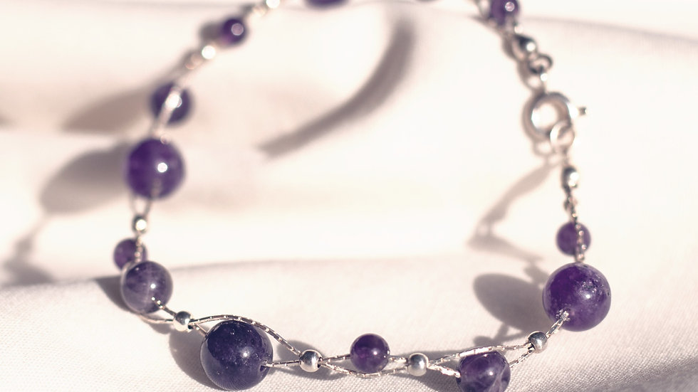 Violet onyx pearl bracelet with silver wire