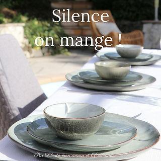 Silence, on mange !
