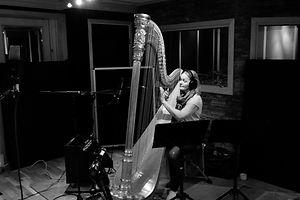 bilde harpe i studio.jpg
