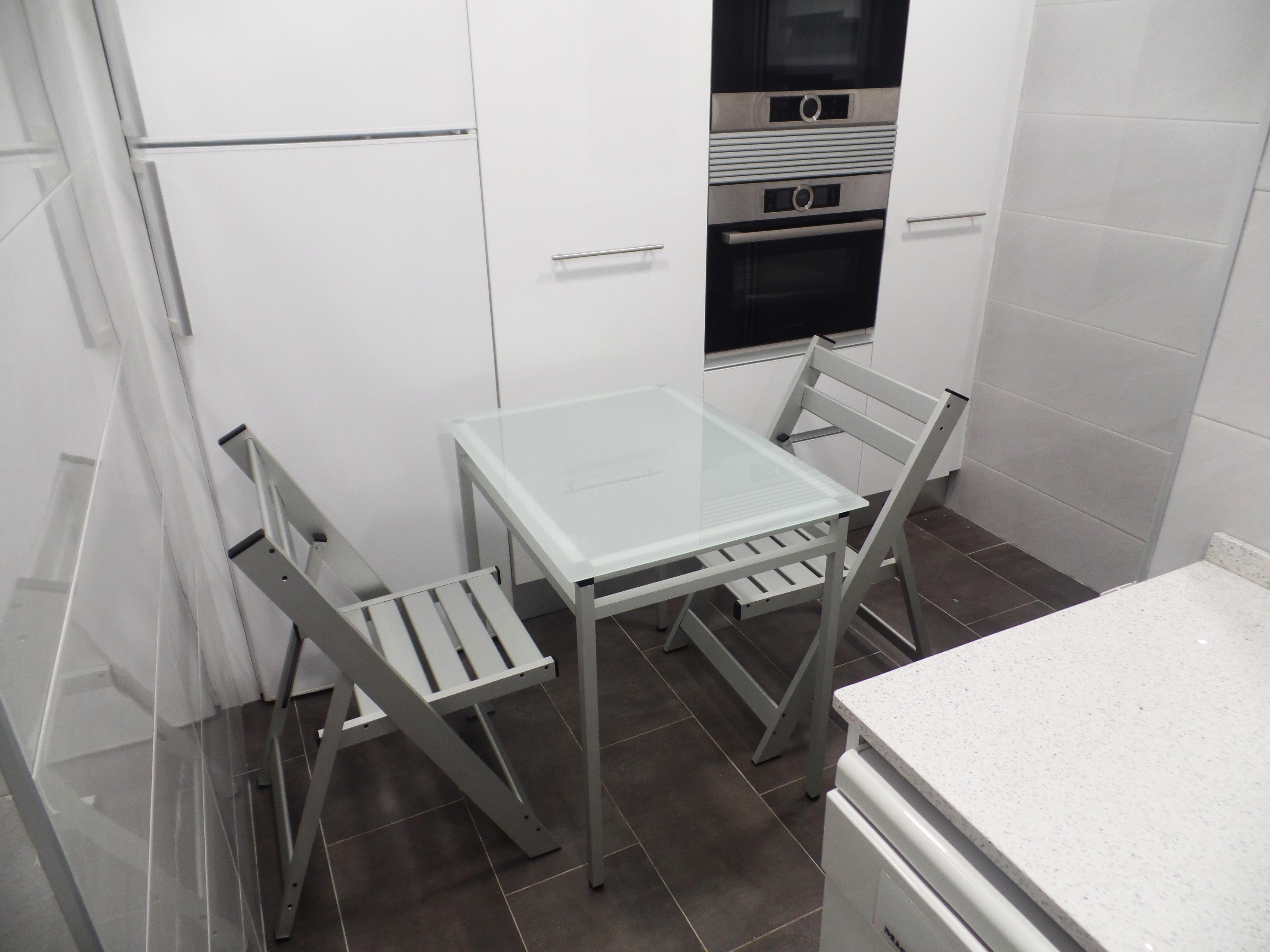 Conjunt taula-cadires