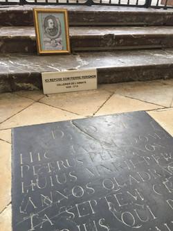 ドンペリニョンのお墓