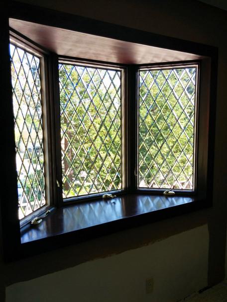 Beautiful-Leaded-Glass-Bay-Window.jpg
