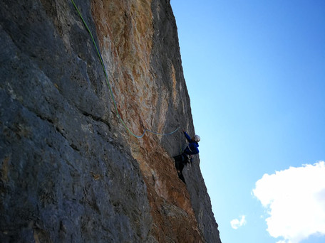 """""""Weg der bunten Steine"""" (8) am Westpfeiler der Roten Platte"""
