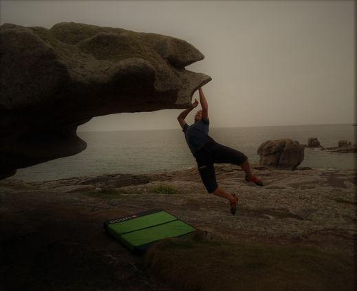 Erschließung eines neuen Klettergebiets in der Bretagne