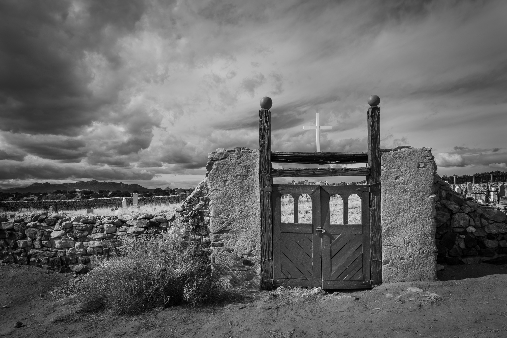 galisteo cemetery gates