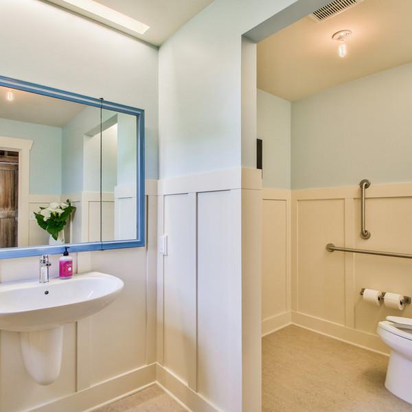 Handicap accessible Bathroom 2.jpg