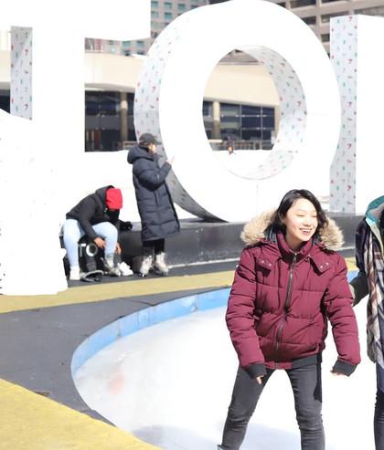 nathan phillips square - Skating -