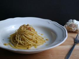 Spaghetti Aglio & Olio | Garlic Spaghetti | Video Recipe