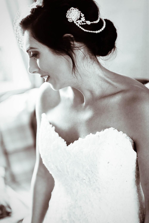 picture of bride black and white