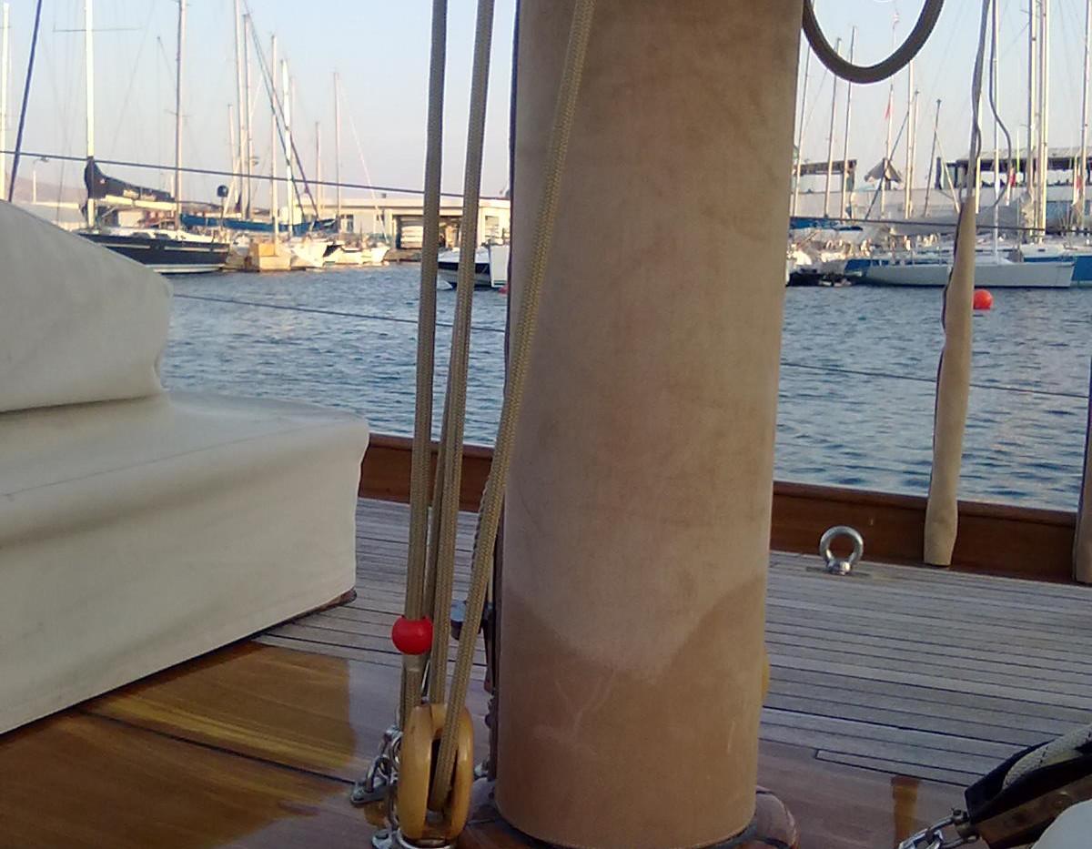 lower part of the mast.jpg