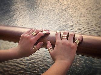 Handen met ringen
