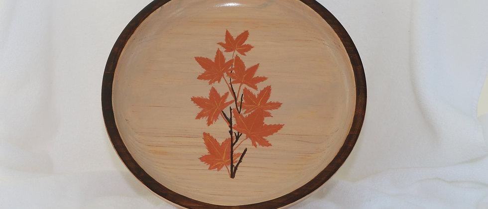 Assiette en pin avec bordure et feuilage teint