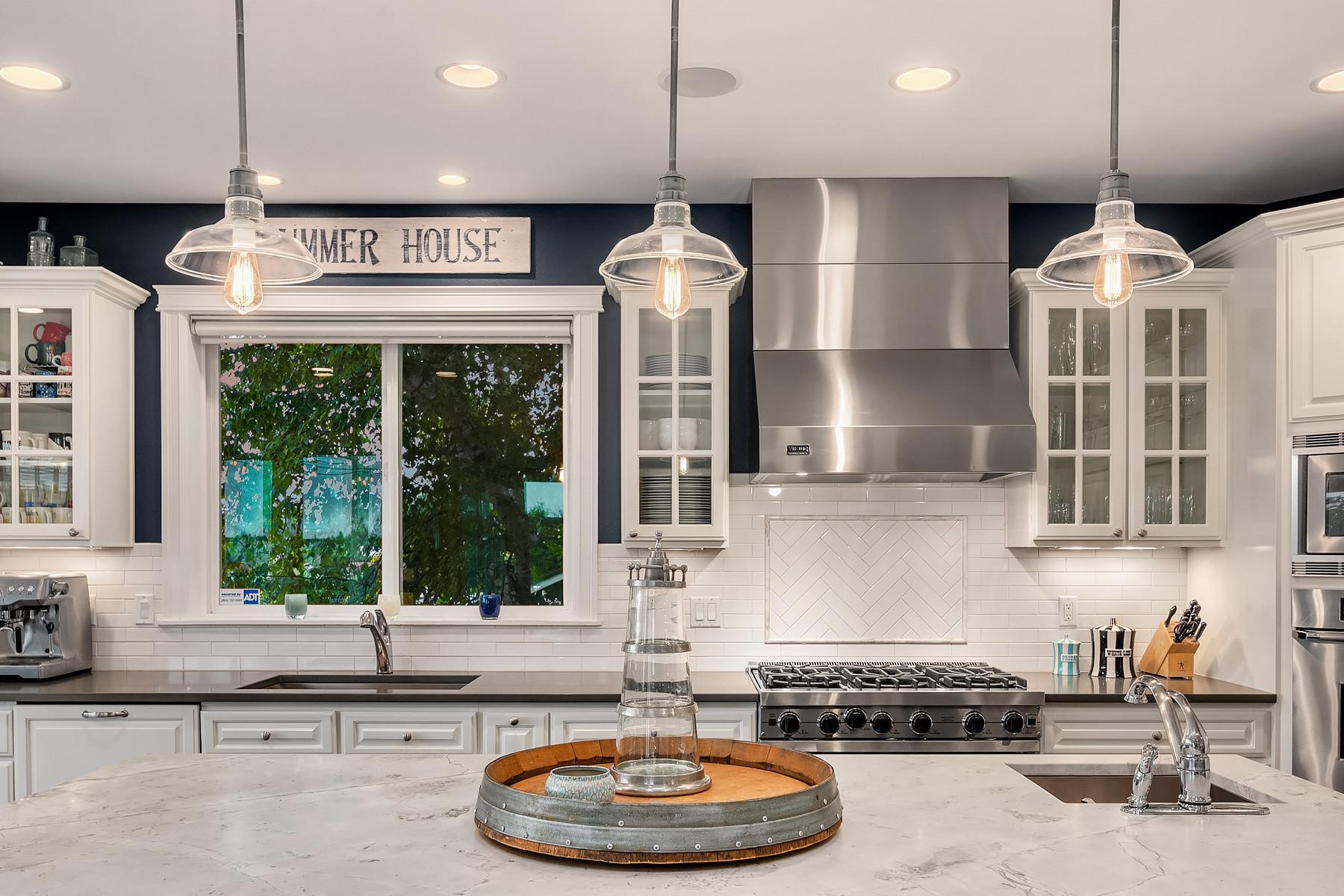 Kitchen island details