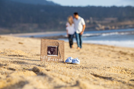 pregnancy announcement on the beach.jpg