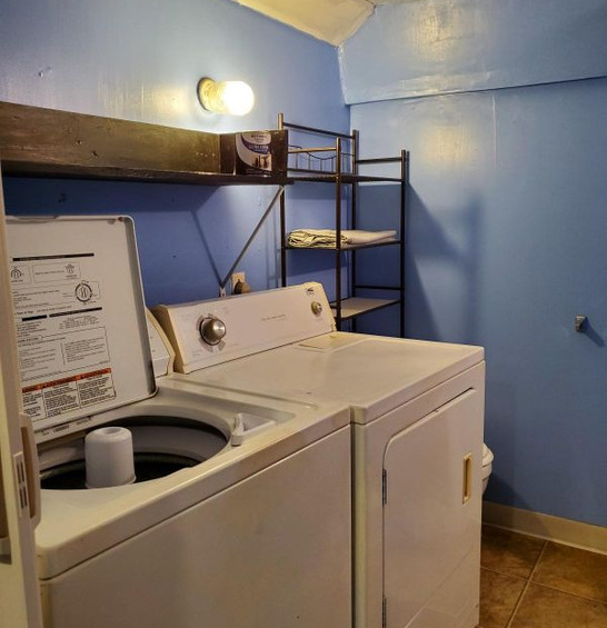 511 bath and washroom.jpg