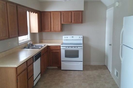 1721 kitchen.jpg