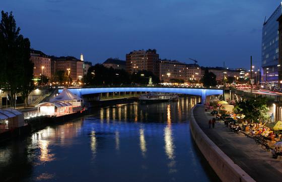 08_Lichtraum Donaukanal_Marienbrücke.jpg