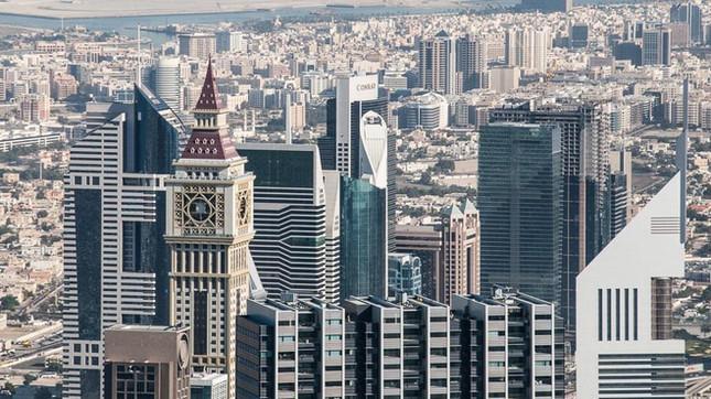 Dubai_burj-khalifa-blick-dubai-finanzzentrum.jpg
