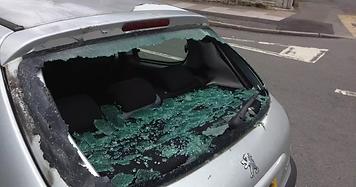 peugeot-206-smashed-rear-window-1-min.webp