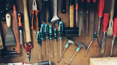 OUTILS A MAINS