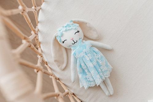 Cuddle bunny Elsa